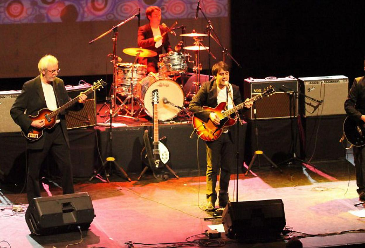 Concert - Hey Bulldog 100% Beatles